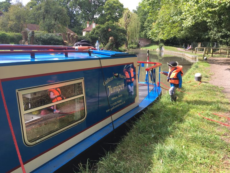 Basingstoke Canal, Basingstoke canal boat hire