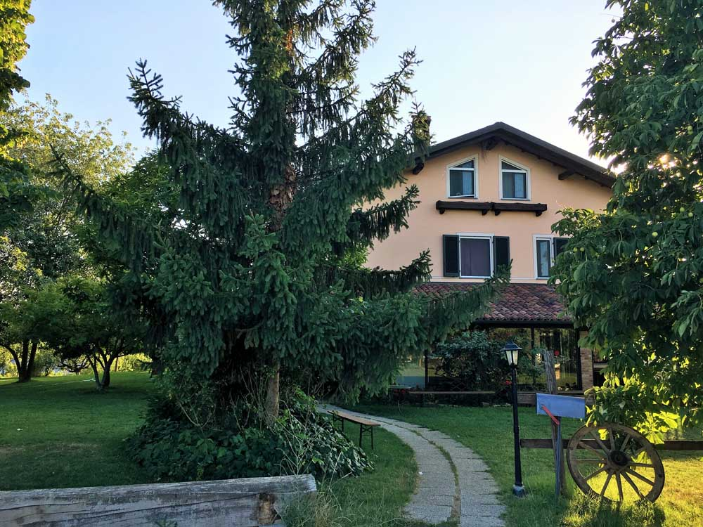 agriturismo surrounded by trees in Piedmont: Cascina Papa Mora, near Alba and Turin in Italy