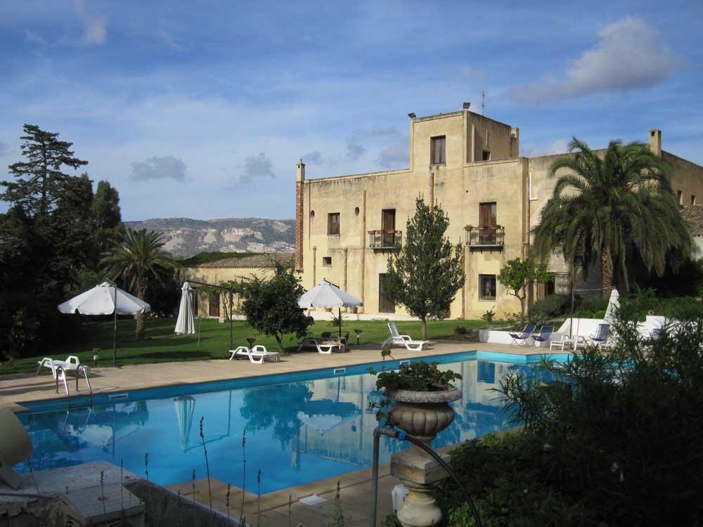 italian baglio farmhouse and swimming poolBaglio fontana sicily