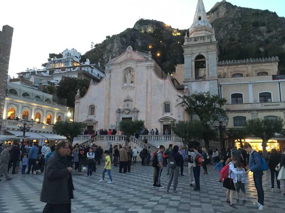 Sicily passeggiata, Piazza IX Aprile Taormina
