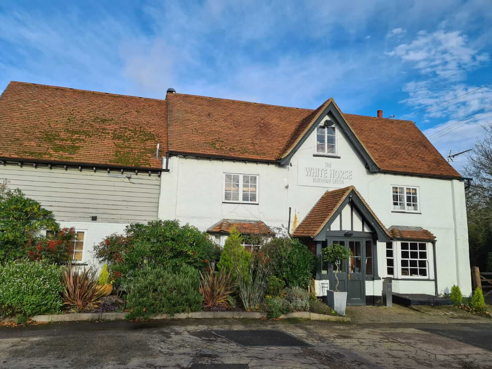 Pub in Hertfordshire: The White Horse Pub at Burnham Green