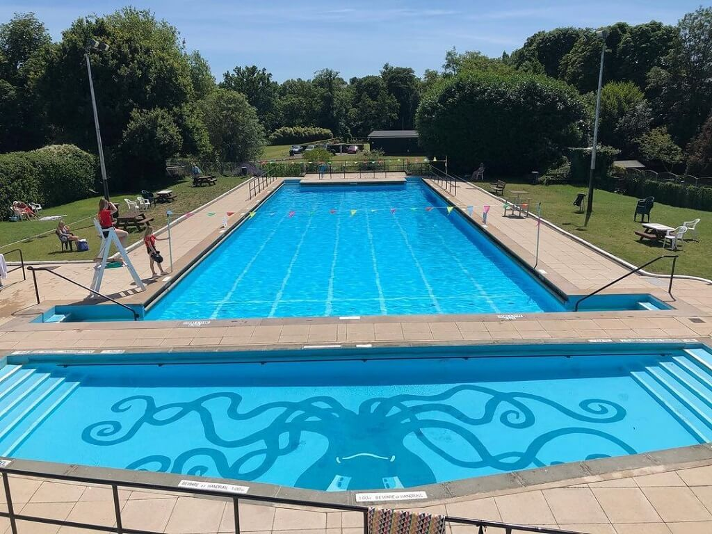 ware priory lido outdoor pool in hertfordshire