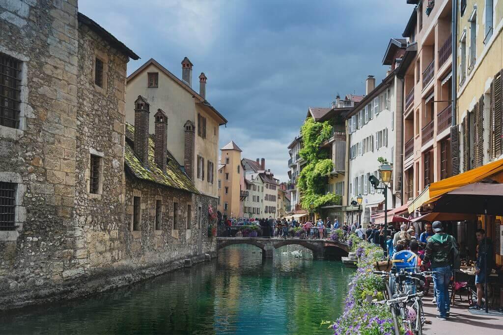 Buildings overlooking waterway in Annecy France