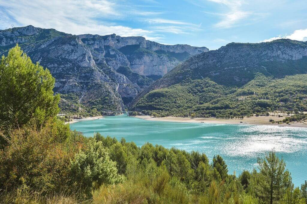 Turquoise water surrounded by forest and mountains of Gorge du Verdon in France for families